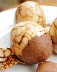 jajca-po-kitajski-zakuska-na-hellouin-mramornye-jajca