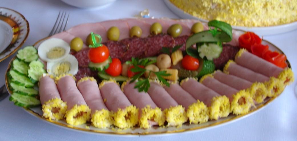 закуски с ветчиной на праздничный стол рецепты с фото