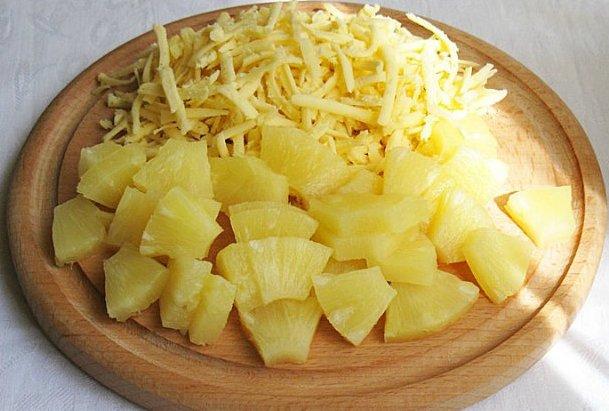salat-kyricej-i-ananasami1