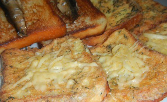 Гренки из хлеба с яйцом на сковороде - вкусные, сладкие и соленые