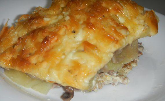 Картошка по-французски в духовке со свининой и грибами