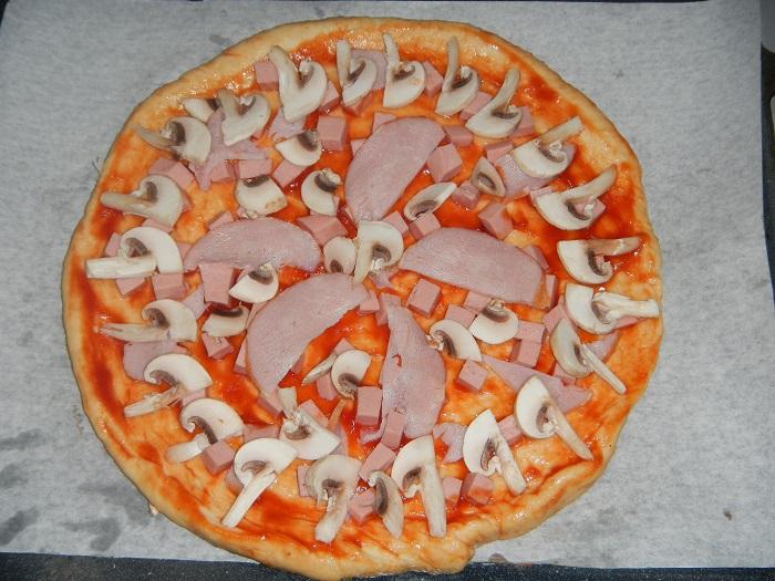 Пицца в домашних условиях с колбасой 783
