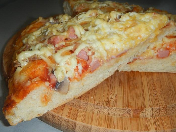 Приготовить пиццу из дрожжевого теста в духовке