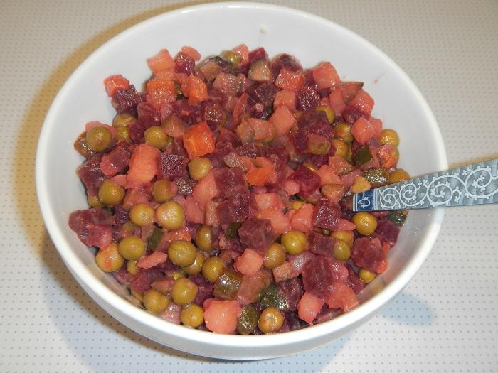 Зимний салат винегрет с горошком
