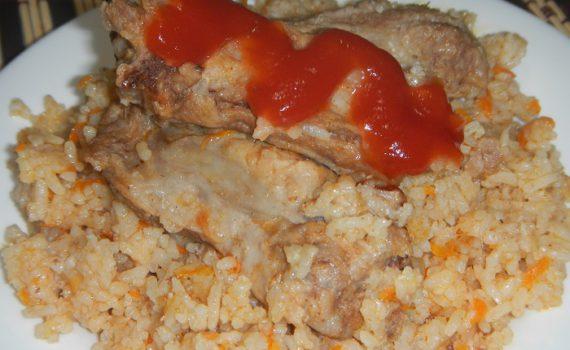 Свиное мясо и рассыпчатый рис в мультиварке