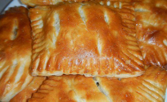 Вкусные слойки из готового слоеного теста с начинкой из курицы