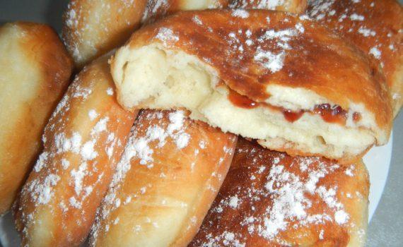 Пышные дрожжевые пончики на молоке с начинкой из повидла