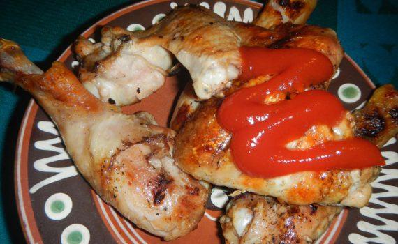 Вкусная хрустящая жареная курица на мангале