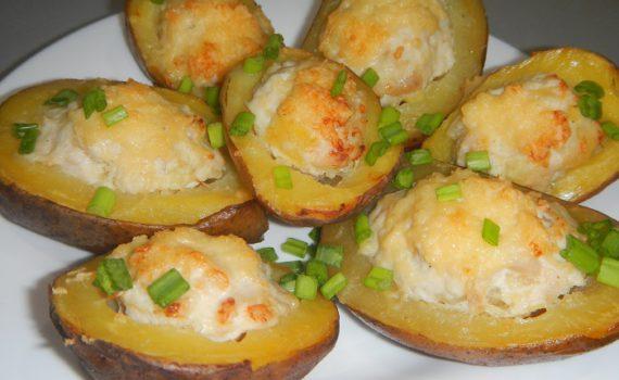 Картофель запеченный в духовке с фаршем и сыром или вкусные лодочки из картошки в мундире с мясом