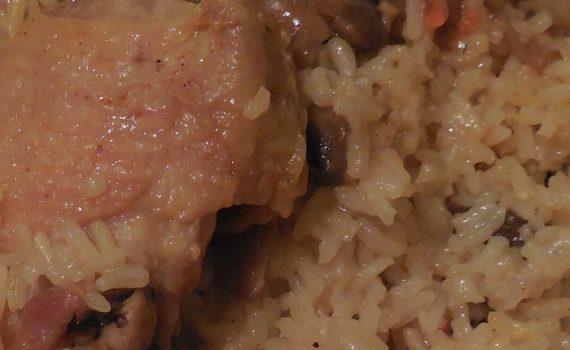 Рис с курицей и грибами или плов в мультиварке