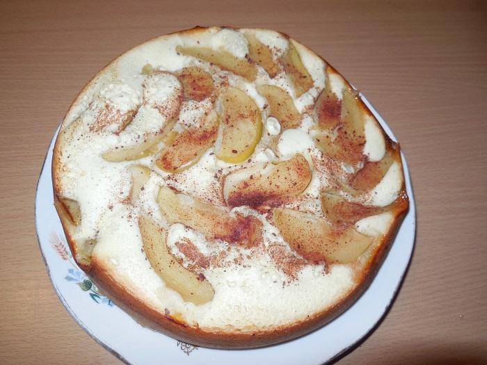 Медовая шарлотка с яблоками и овсяными хлопьями