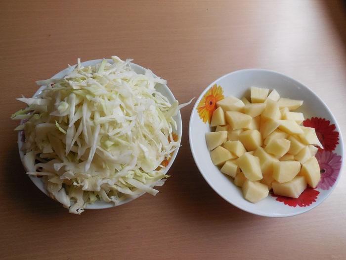 Красный украинский борщ с фасолью и мясом в мультиварке