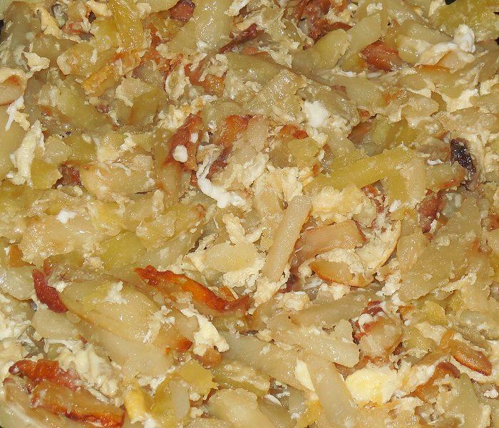 Картошка с яйцом на сковороде рецепт