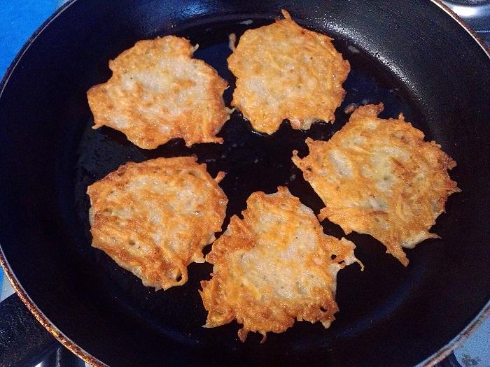 Вкусные картофельные деруны, драники из картошки или картофельные оладьи