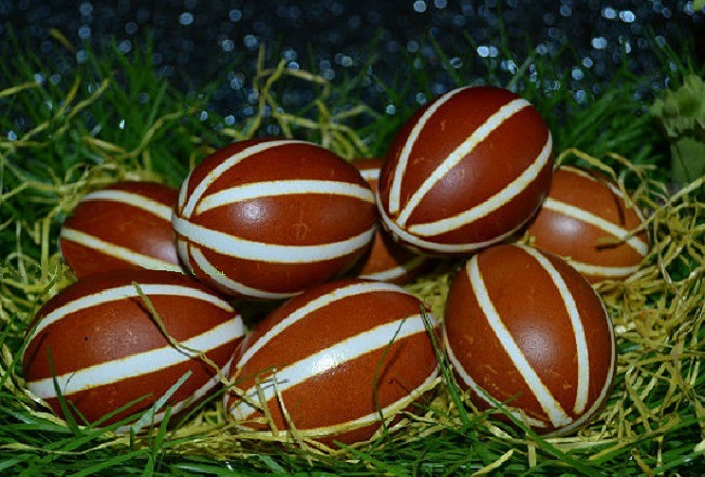 Крашеные яйца в полоску или полосатые яйца
