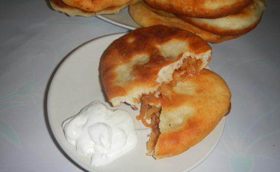 Дрожжевые пирожки с капустой жаренные на сковороде