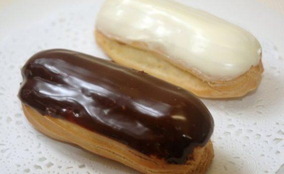 Сливочная белая и шоколадная глазурь из сахара и воды