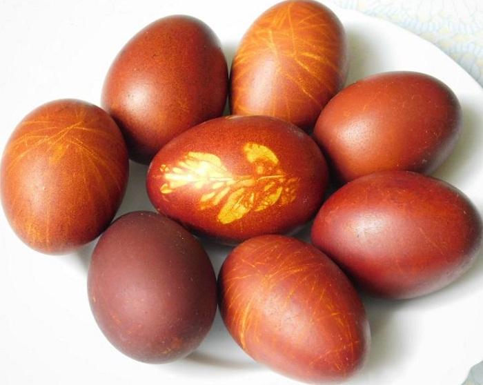 Как варить яйца в луковой шелухе