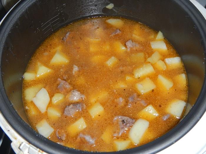 Фото тушеной картошки с мясом в кастрюле с фото