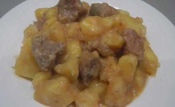 Тушеный картофель с мясом в мультиварке, в кастрюле и на костре