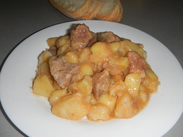 Тушеная картошка в кастрюле с тушенкой рецепт с пошагово в