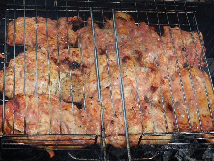 вкусный и сочный шашлык из курицы в томате