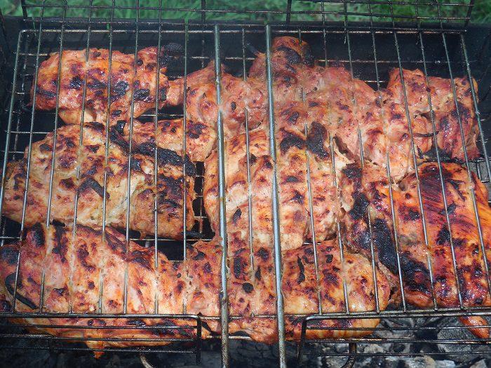 Барбекю из курицы на решетке - вкусный и сочный шашлык из курицы в томате