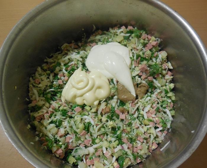 Вкусная домашняя окрошка на сыворотке с колбасой