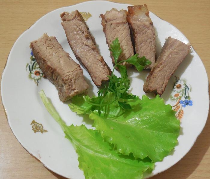 Вкусный и сочный стейк из говядины или свинины Ти бон