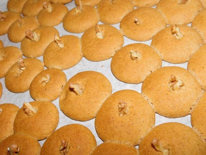 Медовое печенье с корицей и орехами на скорую руку
