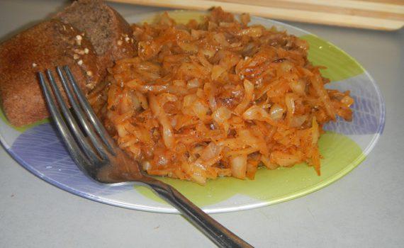 Тушеная капуста с томатом