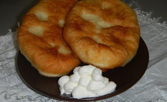 Дрожжевые пирожки с картошкой жареные на сковородке