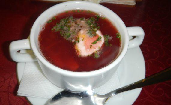 красный борщ со свеклой и мясом
