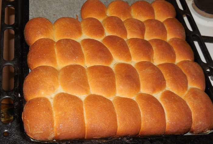 Воздушные дрожжевые пирожки с повидлом в духовке