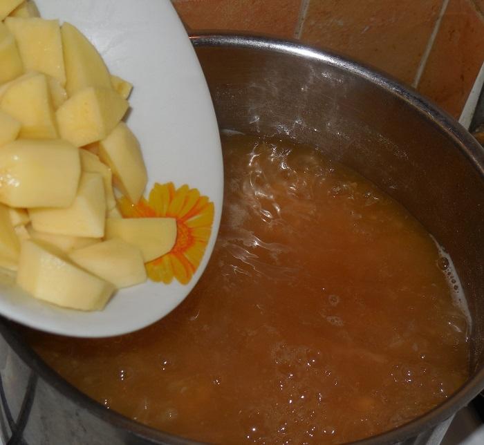 Борщ с фасолью и мясом