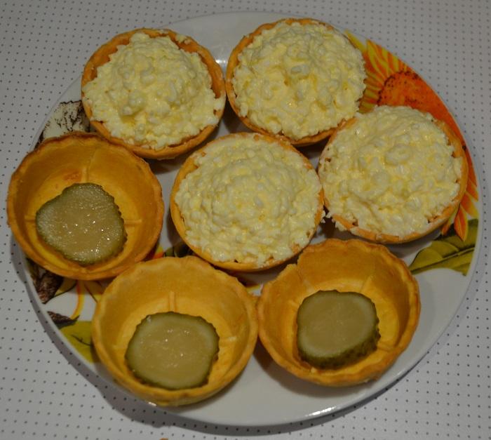 Вкусные праздничные тарталетки с сыром и яйцом