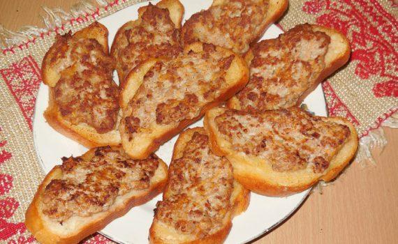 Горячие бутерброды с фаршем, жареные на сковороде