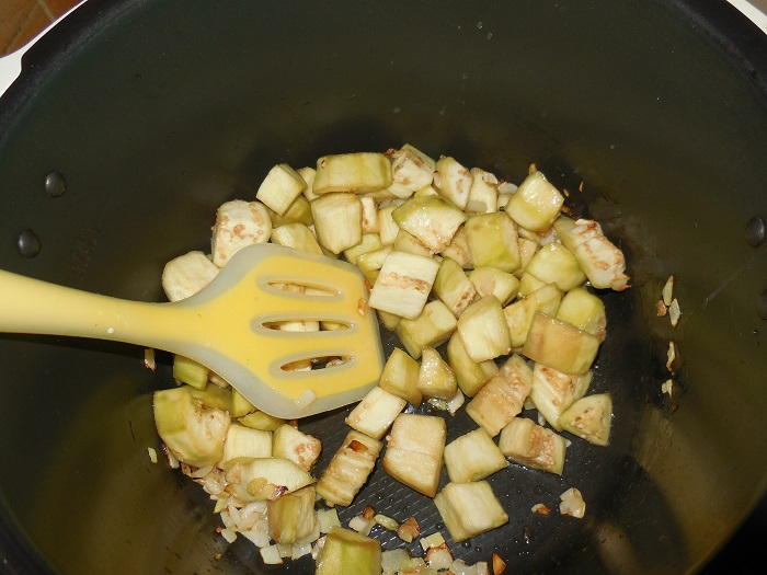 Баклажаны тушеные со сметаной и чесноком как грибы