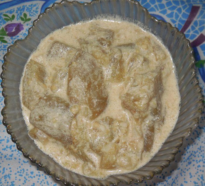 Баклажаны тушеные в сметане с чесноком как грибы
