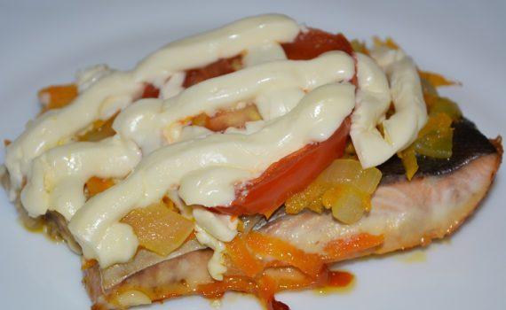сочная горбуша с овощами, запеченная в духовке