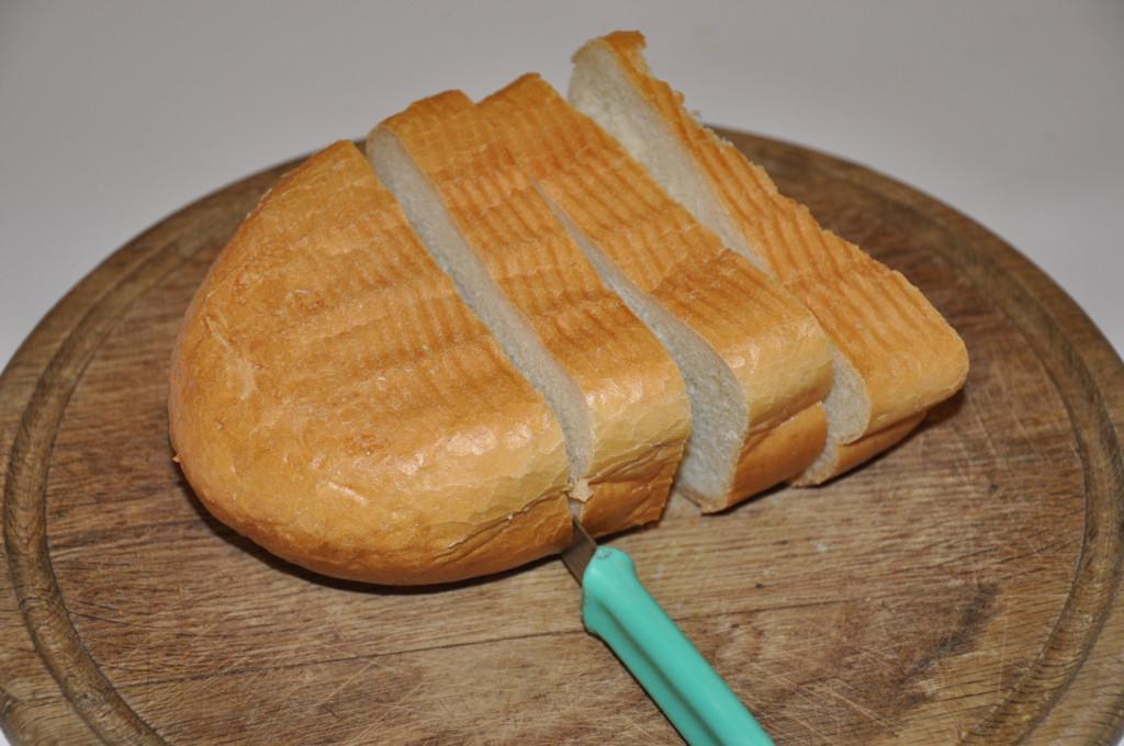Необычная яичница в булочке или батоне на сковороде