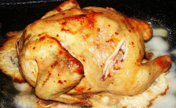 Запеченная курица на соли в духовке