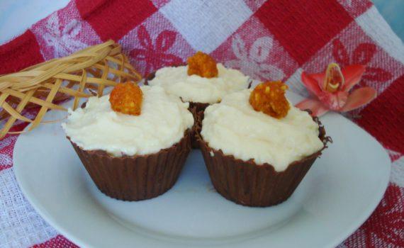 Творожный десерт в шоколадной корзинке