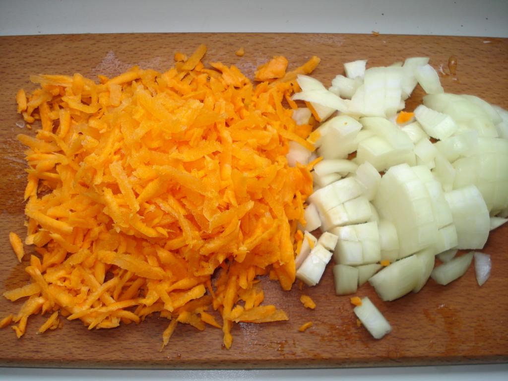 Фаршированный перец с рисом, овощами и свиным фаршем