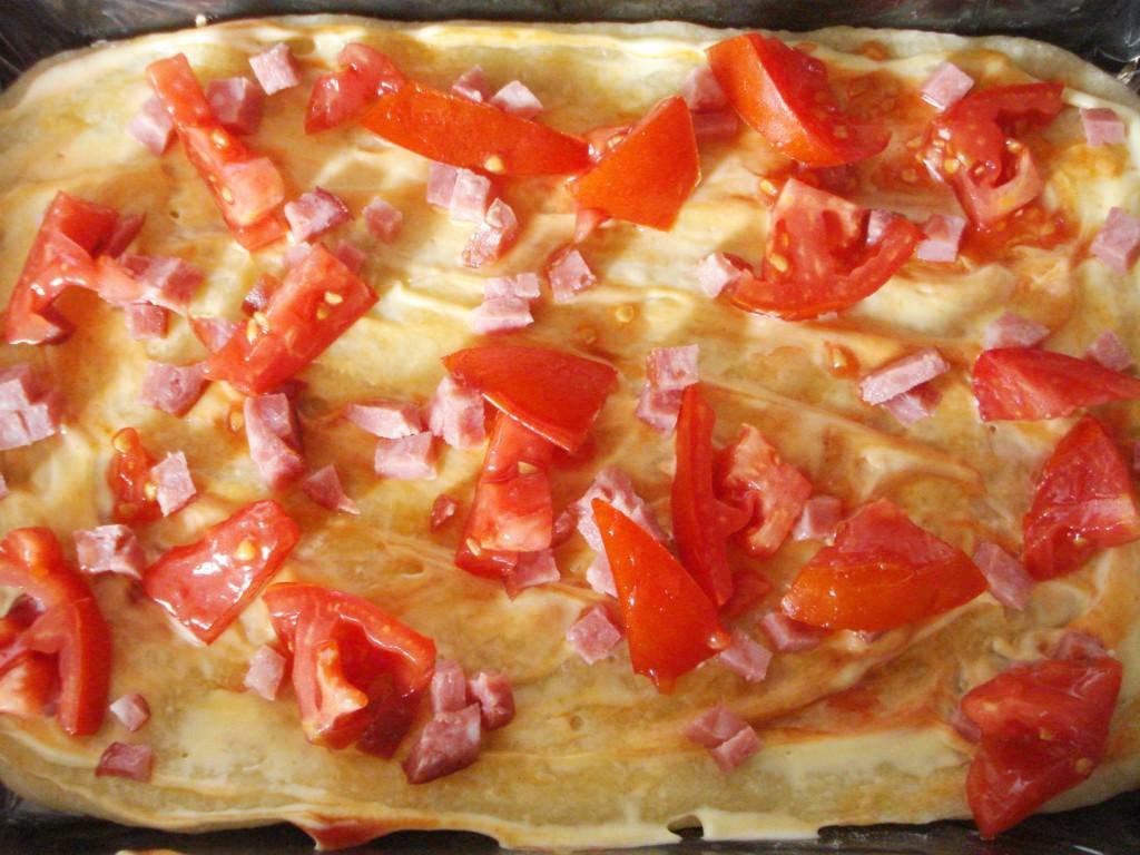 Пицца на готовом дрожжевом тесте в духовке рецепт пошагово в