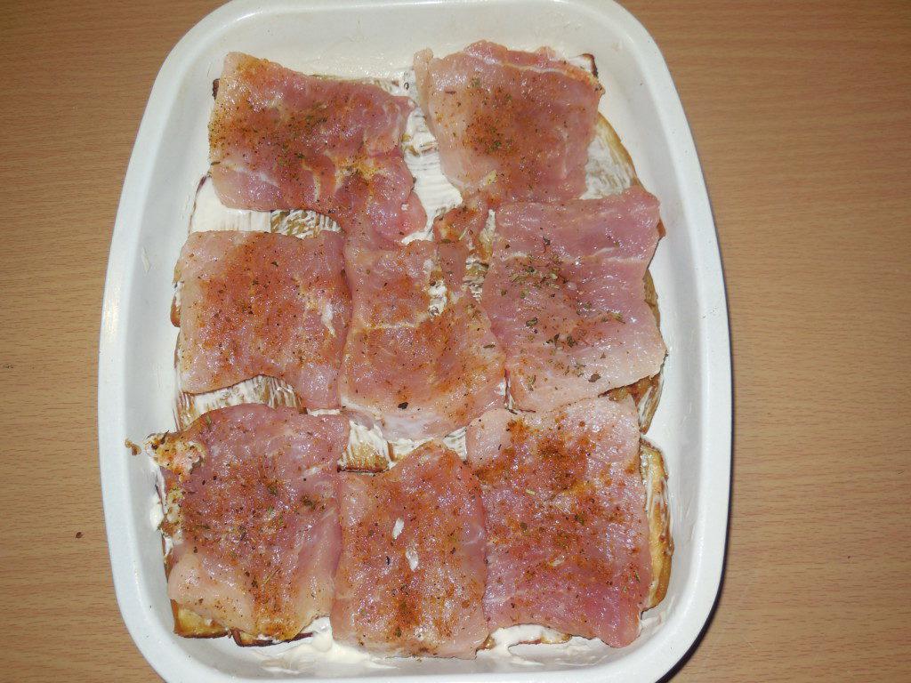 Свинина запеченная с баклажанами и помидорами в духовке