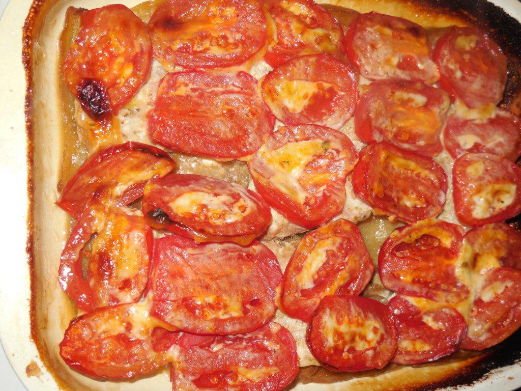 Баклажаны запеченные с мясом, помидорами и сыром