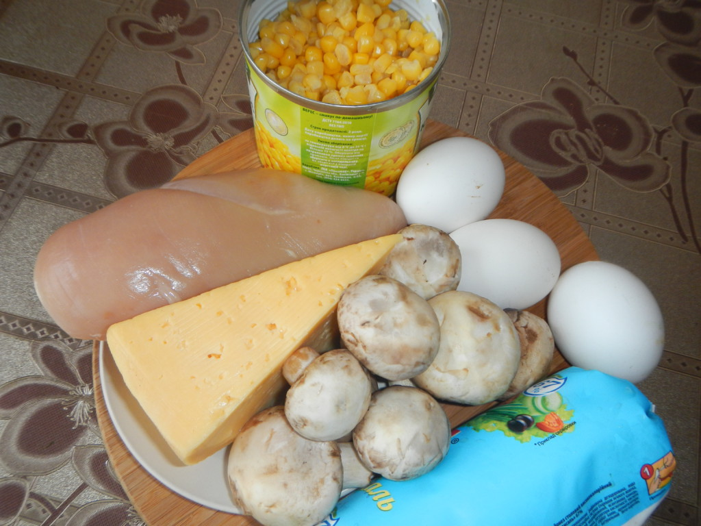 Слоеный салат из куриного филе