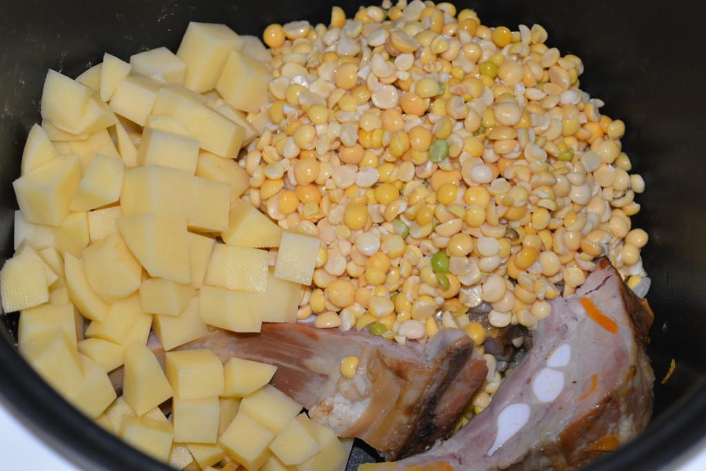 Как сварить суп гороховый с копчеными ребрами