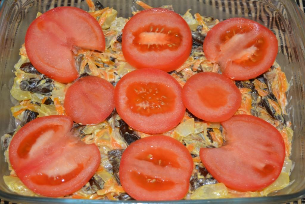 Сочная свинина с грибами, сыром и овощами запеченная в духовке